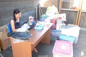 Josette Sarel analyse lithic material at Dinas Kebudayaan dan Pariwisata (East Kutai Sangata)